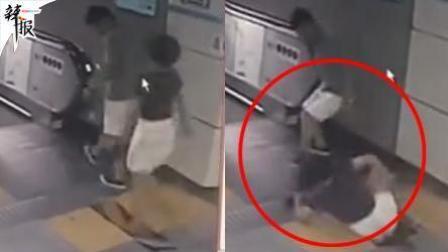 女乘客跌入地铁集水井 瞬间被男子救起