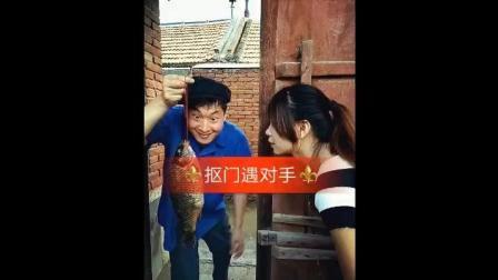农村夫妻搞笑视频, 太逗了吧, 秀恩爱也不太这样
