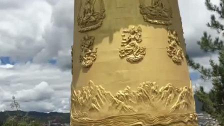 海拔3300米、高21米、镏金纯铜制作,筒内藏有经咒、六字真言124万条和多种佛宝共16吨、总重60吨