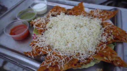 土耳其美味的土豆馅饼和披萨吃法类似, 蘸料还很丰富!