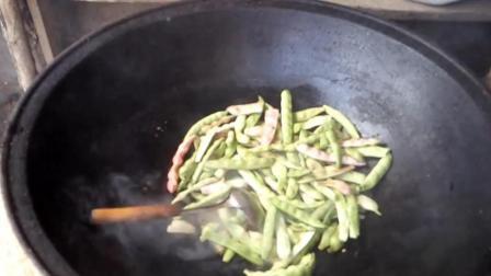 农村最简单做法的大锅豆角炖土豆窝瓜, 现摘现做超新鲜!