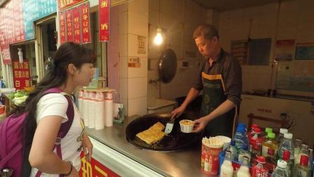 池小霞频道 美食篇 第一季 武汉这种近百年历史的小吃 老汉靠这个 一天能卖2000块钱 172