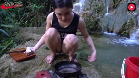 柬埔寨美女回农村游玩, 看到环境好非要野炊, 也是煮的一手好菜!
