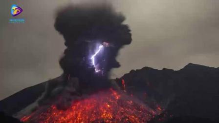 你一定没见过的真正的火山爆发电闪雷鸣