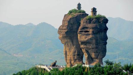 探秘: 河北深山巨石悬立两座千年古庙, 无法攀爬, 到底如何建成?