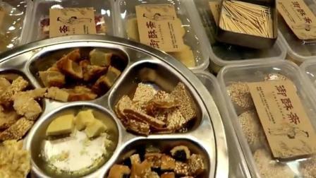 韩国姑娘来杭州旅游, 坦言中国糕点很丰富, 韩国糕点太单调