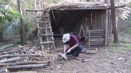 丛林小木屋野营, 做个工作台烤个鸡腿爽歪歪