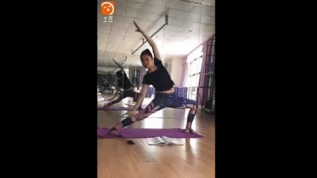 今年最流行的瑜伽裤, 瑜伽老师都在穿, 只是这裤子图案一般人不敢选择!