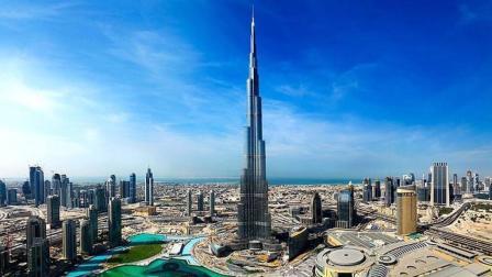 世界上最高建筑, 耗资超10亿美金, 4000名工人和100台起重机修建