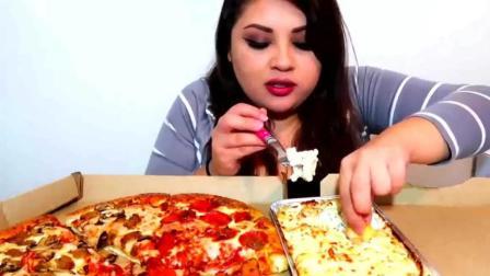 英文吃播: 胖妹吃烤肉披萨, 看着还不错哦