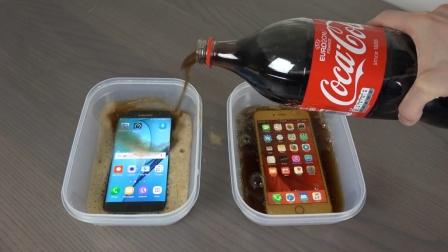 牛人把三星S7和苹果6sPlus泡在可乐里, 放在冰箱里冻成冰块, 再用开水烫开, 还能用吗