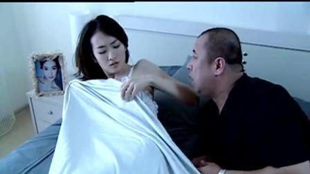 温柔的背后: 心机女王鸥穿薄纱睡衣, 男子起了色心