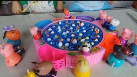小猪佩奇玩具视频 25:小猪佩奇一家和朋友们钓鱼比赛过家家玩具 超级飞侠 猪猪侠喜羊羊与灰太狼 面包超人钓鱼玩具比赛 拆奇趣蛋儿童玩具互动扮家家视频