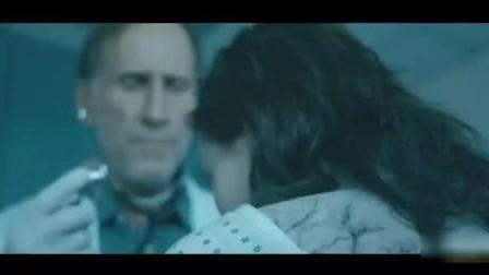 施瓦辛格带女儿去医院, 发现她染上丧尸病毒