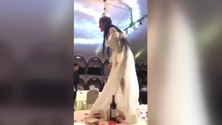 结婚当天千万不能让新娘喝醉酒, 一不小心暴露夜店的习惯就不好了