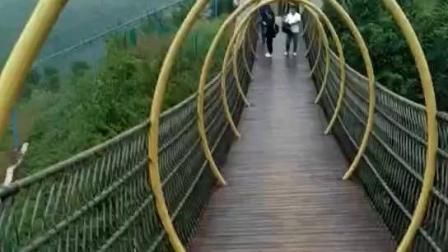 陕西蓝田白鹿原软桥, 美女不怕