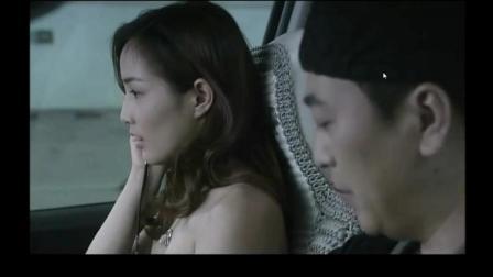 美女在车上与男人发生激情, 丈夫在家生病了