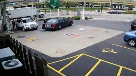 加油站现霸气女司机, 监控记录了她勇斗偷车贼的
