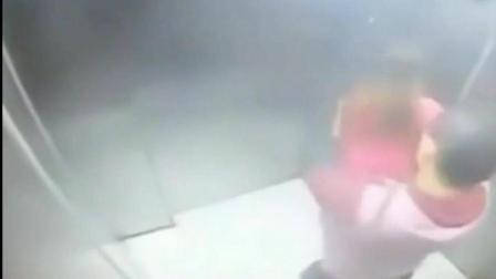 红衣短裙女刚要下电梯, 监控拍下男子可耻一幕