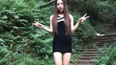 美女视频秀, 穿着黑色包臀裙的少妇自拍摆pose