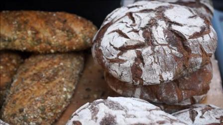 英国伦敦街头的烤奶酪与面包等美食