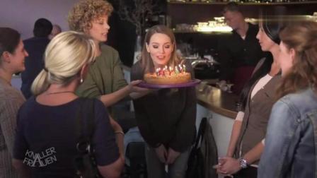 屌丝女士: 妹子生日吹蜡烛, 这样的蛋糕谁还敢吃!