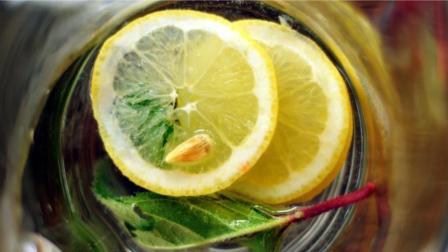 不要乱喝蜂蜜柠檬水了! 长期喝蜂蜜柠檬水的居然...惊呆了!