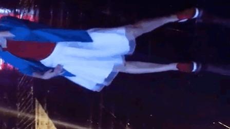 竖屏《雨中的姑娘》青青世界广场舞