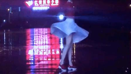 七月十五的夜晚跳广场舞《有点惊悚》我敢跳你敢看吗