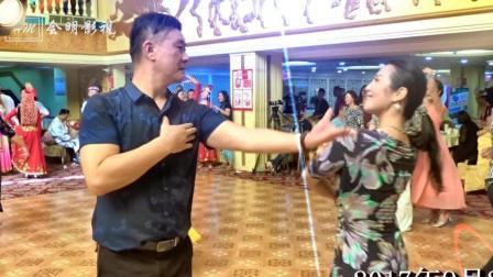 新疆舞独舞乌鲁木齐梅琳达女士和石河子严浩帅哥在全国麦西来甫大联欢上精彩表演
