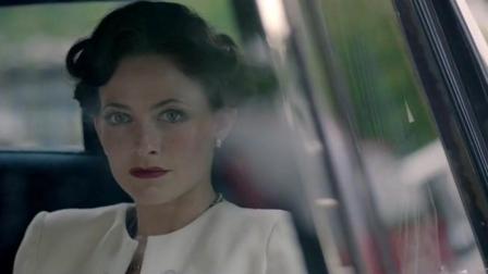 《神探夏洛克》有个位高权重的委托人有不雅照片落在艾琳手里, 要夏洛克夺回来