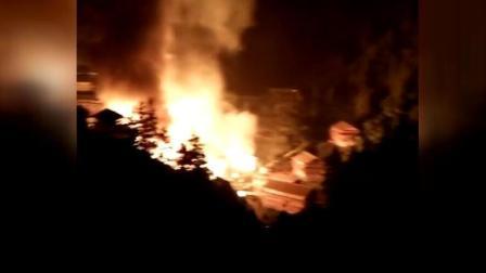 8斗传媒 广西三江县一村寨失火 已致22座木屋损毁6人
