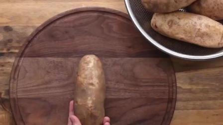 你们吃过烤出来的奶酪土豆吗? 像是芝士火山, 特别香!