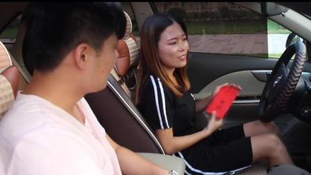 教练竟塞给美女学员一个红包, 这是要干啥