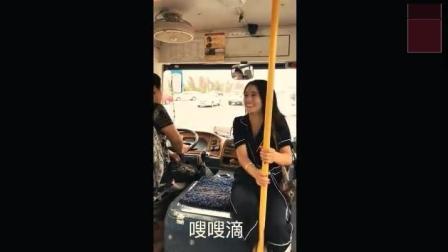 美女挤公交, 太搞笑了, 笑死人了