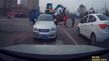 碰到这样的女司机我还能说什么呢?