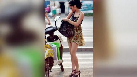 电动车美女正在等红灯, 没想到男子会做出如此胆大妄为的举动!