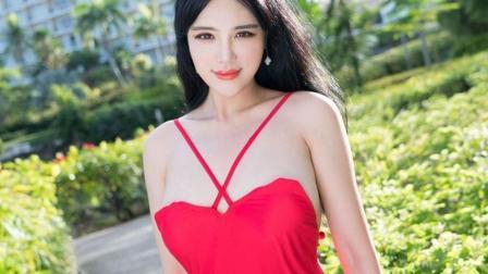 街拍丰腴小姐姐, 一身红色吊带连衣裙娇媚迷人