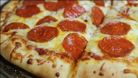 诱人经典意大利腊肠披萨 (2)