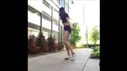 国外性感小美女跳鬼步舞