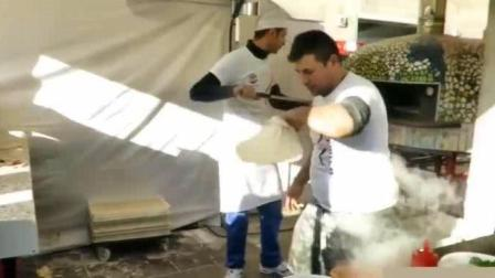 意大利街头披萨, 制作过程, 这手法好6啊, 如果国内餐厅能请到他, 生意肯定火