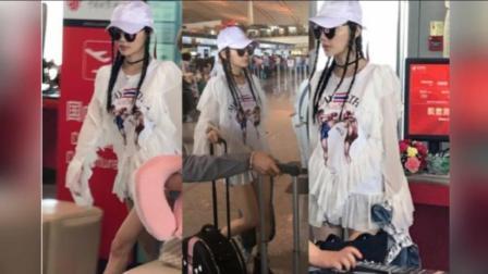李小璐被网友抓拍 路人视角的她太瘦了 170913