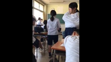 论大胆就服日本, 高中生妹子教室里当众换衣服