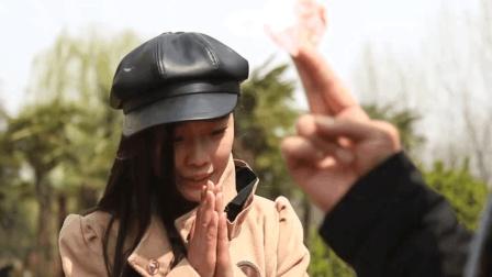 大学生百元大钞套路泰国人妖, 姑娘一发声他转身