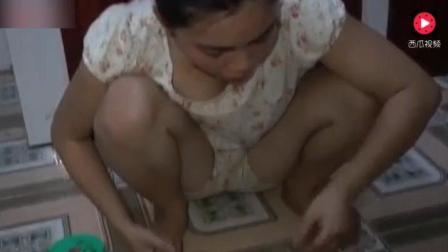 柬埔寨美女家里做特色菜, 用甘蔗来烤蛇, 味道似乎十分特别!