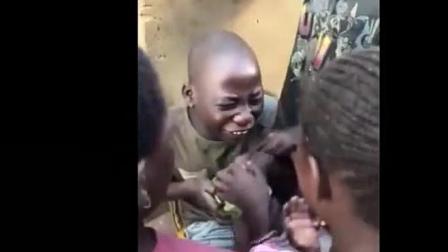 非洲人第一次吃中国人带去的这种东西, 激动的快哭了