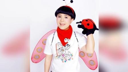 """51岁""""金龟子""""刘纯燕全家近照, 小时候和妈妈发型一样的女儿长大了, 美丽动人"""