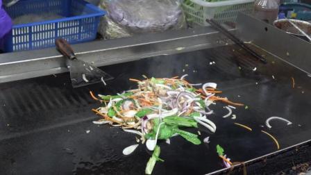 半夜三更想吃夜宵的时候, 往往山珍海味还不如这一盘铁板炒面
