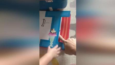 林志颖1岁儿子爱抱字卡睡觉 奶音念ABC萌化网友 170914