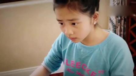 黄磊女儿多多弹琴指法娴熟 收尾动作霸气有范儿 170914